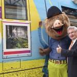 Robin et René Collin devant le TER Ardenne